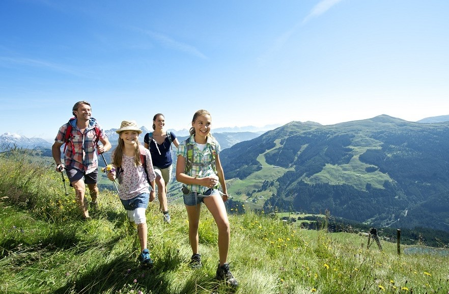 SURVIVAL GUIDE FOR OUTDOOR FAMILY ACTIVITIES
