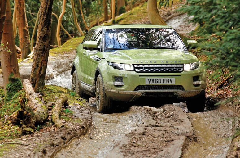 range rover 2011 in offroad mud